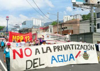 Derecha amenaza con privatizar agua en El Salvador