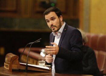 """Alberto Garzón invita a Sánchez a """"contar con nosotros para abrir un proceso de esperanza e ilusión y construir una España distinta"""" de la que quieren diseñar PP y Ciudadanos"""