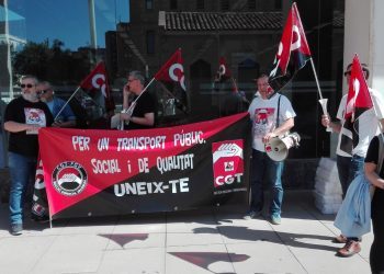 La secció sindical de CGT en Ferrocarrils lliura una carta al president de la Generalitat i a la consellera d'Habitatge i Obres Públiques explicant la devolució del Llibre Blanc d'Atenció al Client de FGV