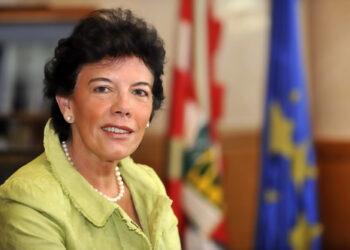 STEs-i espera de la nueva Ministra de Educación, Mª Isabel Celaá Diéguez la recuperación del diálogo social, la derogación de la LOMCE y la retirada de los recortes educativos