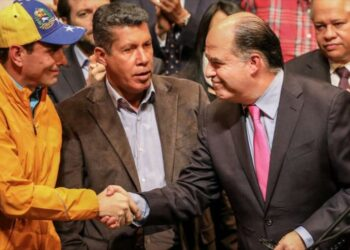 Capriles llama a oposición venezolana a reorganizarse contra Maduro