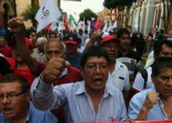 Peruanos marchan contra el Congreso y jueces corruptos