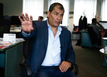 Correa sufre amenaza de muerte en presencia de su hija en Bélgica
