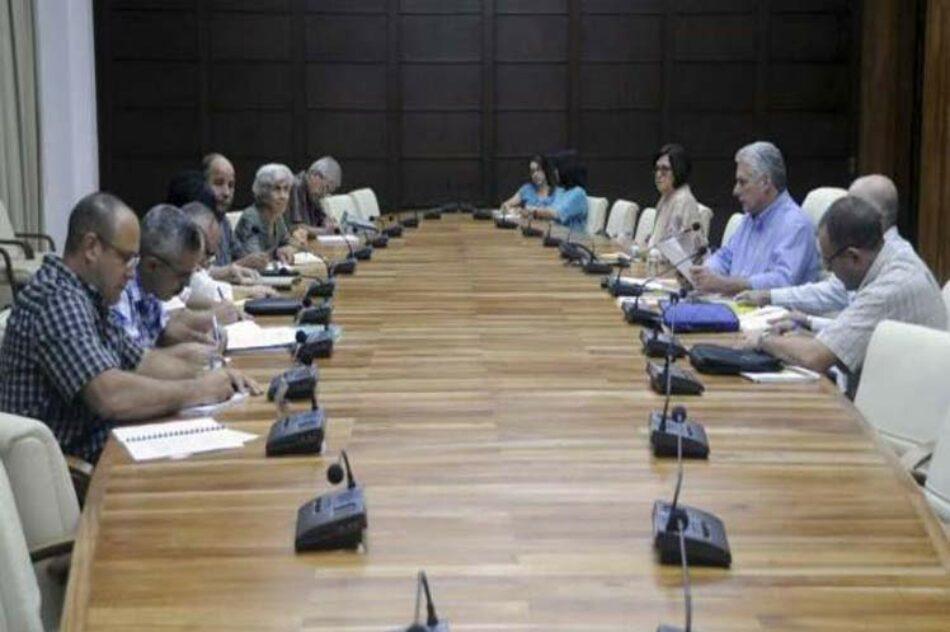 Examina presidente cubano marcha de programas económicos