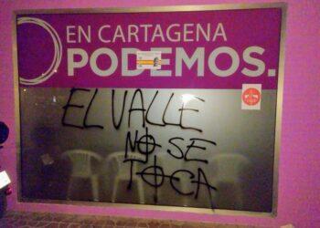 PCE y UJCE denuncian pegatinas y pintadas fascistas en su sede y en algunas calles de Cartagena