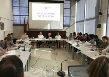 El gobierno de Murcia y las organizaciones sindicales de educación alcanzan un acuerdo sobre el profesorado interino