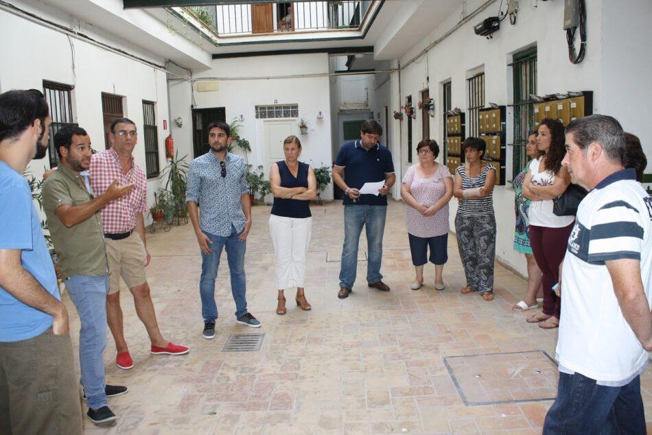 IU Sevilla denuncia la dejadez del gobierno municipal en el mantenimiento de sus edificios de viviendas