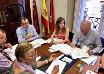 El Pleno del ayuntamiento de Murcia reprueba al alcalde por participar en un acto del PP sobre la llegada del AVE en superficie