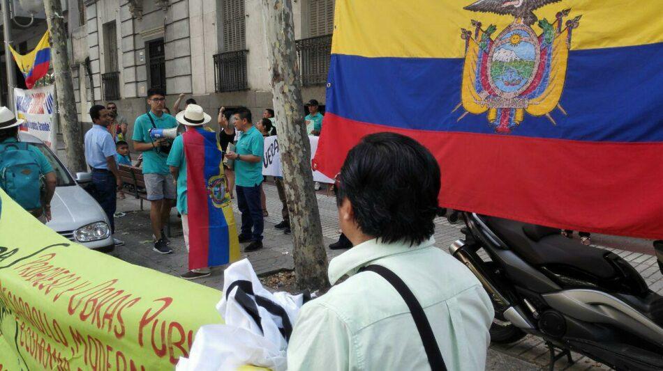 La comunidad ecuatoriana en Madrid se manifiesta contra la orden de detención de Correa