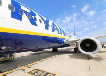 Nueva denuncia de FACUA contra Ryanair: su teléfono de atención a los afectados por la huelga es un 902