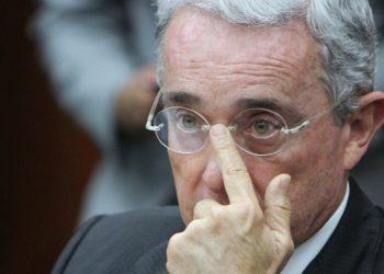 Maremoto político en Colombia por renuncia de Uribe al Congreso