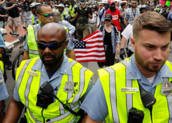 EEUU. La Policía usa gas lacrimógeno contra manifestantes antifascistas en Washington