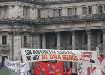 El Senado argentino rechaza la propuesta de ley de despenalización del aborto