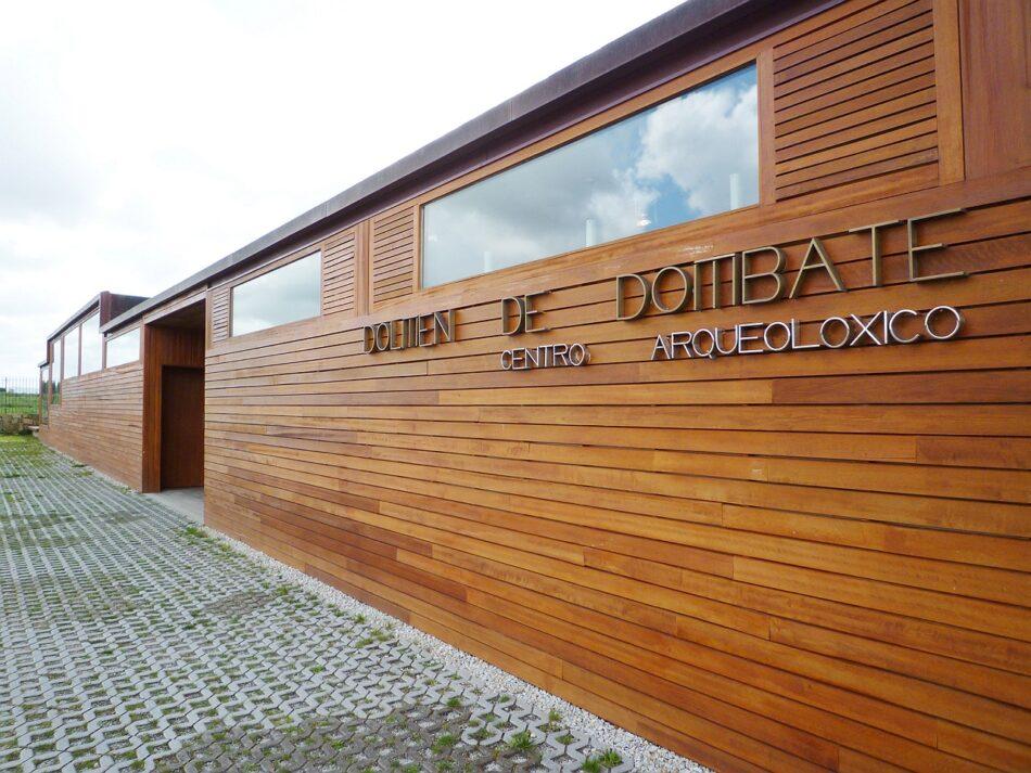 Salvemos Cabana critica la que la actuación de Carlos Núñez sea de pago dentro del recinto público del Centro Arqueológico del Dolmen de Dombate