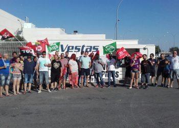 """La multinacional Vestas anuncia el """"cierre total"""" de su fábrica en León"""