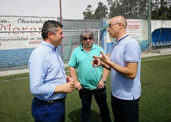 Lluvia de críticas al alcalde del PP en Cabana de Bergantiños José Muíño por permitir la instalación de una escalera de hormigón en el acceso al Castro de Borneiro