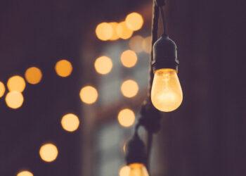 Multadas con 500.000 euros dos comercializadoras de electricidad por incumplir las normas de protección al consumidor