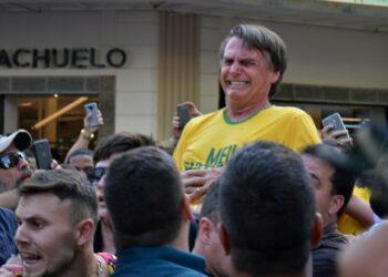 Apuñalan al candidato a la presidencia de Brasil Jair Bolsonaro en un mitin en Minas Gerais