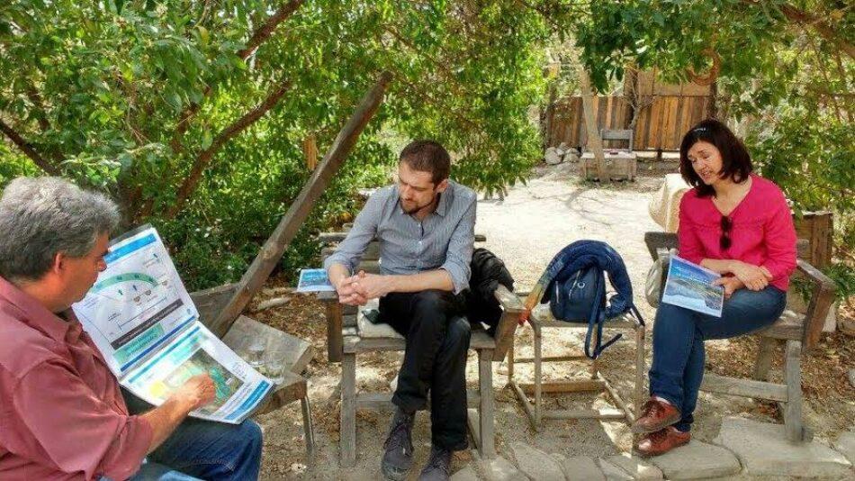El eurodiputado Florent Marcellesi insiste en la necesidad de una transición energética en su visita a Doñana
