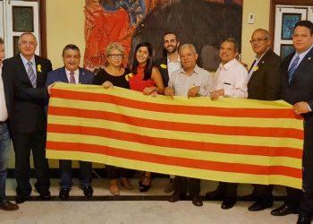 Parlamentarios dominicanos entregan una carta al embajador de España solicitando la libertad de los presos políticos catalanes