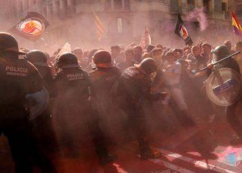 Una multitudinaria movilización antifascista bloquea la manifestación de la policía y de la ultraderecha en Barcelona