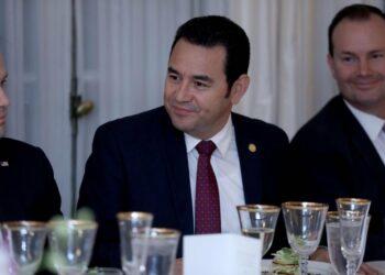 Jimmy Morales desacata las órdenes del Constitucional guatemalteco