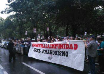 """Colectivos memorialistas realizan un escrache a Antonio González Pacheco, """"Billy el Niño"""""""