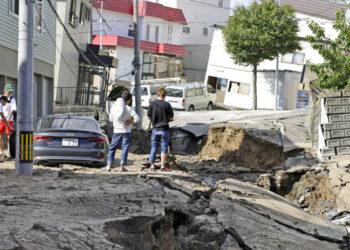 Al menos 8 muertos y 130 heridos en una serie de terremotos en Japón