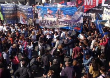 Movilizaciones multitudinarias para condenar el secuestro de una profesora en Moreno, Argentina