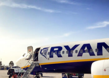 IU Exterior muestra su apoyo a la plantilla de Ryanair en huelga y recuerda que es la aerolínea la responsable de las cancelaciones