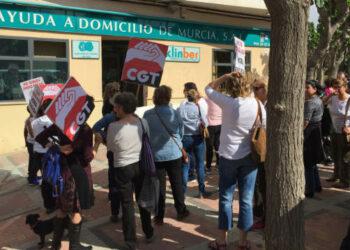 Las trabajadoras del servicio de Ayuda a Domicilio de Andalucía convocan una nueva movilización el 22 de abril