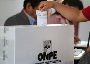 Perú celebra sus elecciones regionales atravesadas por la crisis política