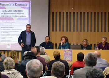 Premian al doctor Montes por su lucha en defensa de la sanidad pública y el derecho a morir dignamente
