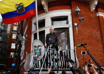 Defensa de Assange: Cese de embajador ecuatoriano es parte de política para fin asilo