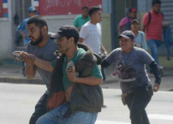 El Salvador: Brutal carga policial contra vendedores ambulantes en Santa Tecla