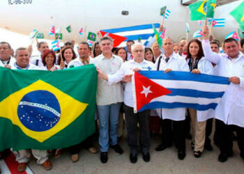 Bolsonaro ataca al pueblo humilde persiguiendo a la medicina solidaria cubana