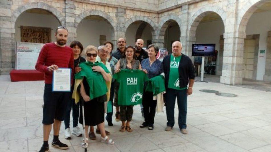 La PAH se felicita por el registro de una ley de vivienda en el Parlamento de Cantabria