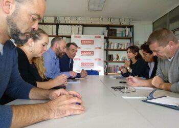 El PCE alerta del «falso dilema entre armas para Arabia o hambre» y denuncia la «dejación criminal» de los gobiernos de PP y PSOE con el sector naval