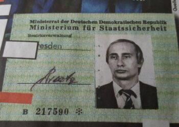 Un medio alemán publica una foto inédita del carné de la Stasi de Vladímir Putin