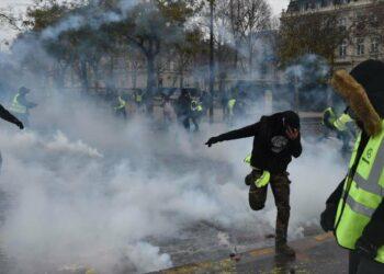Tras los disturbios, París semeja un campo de batalla
