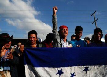 Migrantes rechazan el apoyo de EE.UU. al Gobierno de Honduras