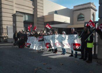 Concentración de trabajadores y trabajadoras de la oficina de empleo de La Guineueta, Passeig Valldaura 204