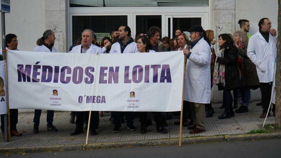 Decenas de personas se concentran en Santiago contra el deterioro de la sanidad en la última jornada de huelga de médicos