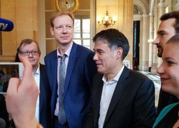 Izquierda francesa pedirá moción de censura contra Macron
