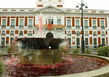 Madrid se tiñe de «sangre» contra el estigma social, la desatención y la desinformación sobre las personas que conviven con el VIH