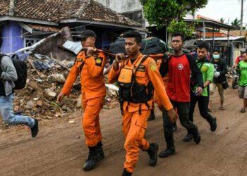El recuento de víctimas del tsunami de Indonesia se eleva a 429 víctimas mortales