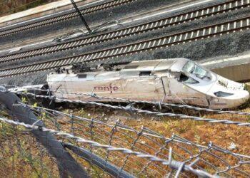 El juez cierra la instrucción del accidente ferroviario de Santiago con un auto de mínimos en el que obvia las responsabilidades de Renfe