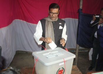Bangladesh acude a las elecciones sumida en la violencia política
