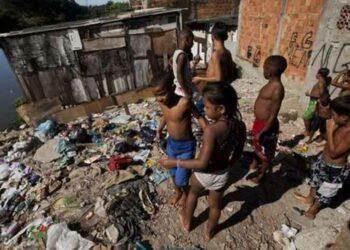 Crece la pobreza y registra a 54,8 millones de brasileños