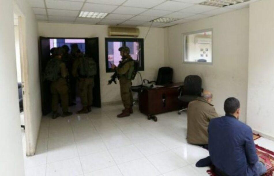 Soldados israelies allanaron las oficinas de la agencia palestina de noticias Wafa